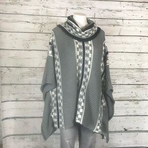 A0 Yaira Poncho Sweater One Size